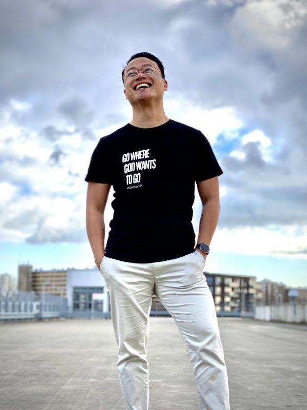 GWGWTG T-shirt Model man Front Happy
